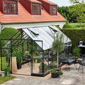 HHalls Qube+ a strong and elegant greenhouse